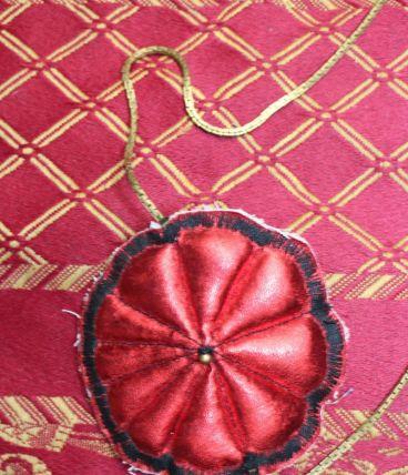 collier long effet fleur vintage/retro dore