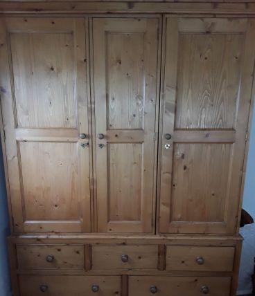 armoire pin massif