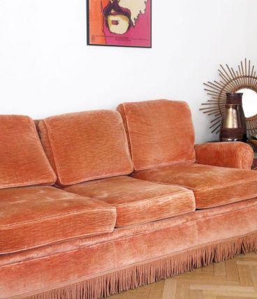 Canapé lit crapaud vintage en velours rose à franges
