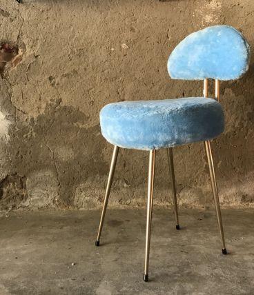 Chaise bleue moumoute !