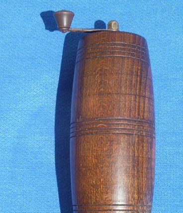 Moulin à poivre tonneau ancien vintage en bois Marlux