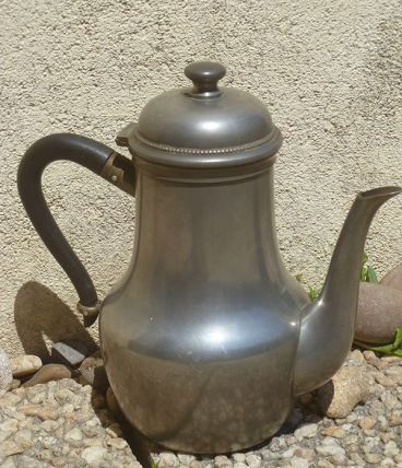 théière , pichet en etain ;  vintage