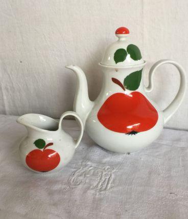 Service à cafe pomme rouge année 70