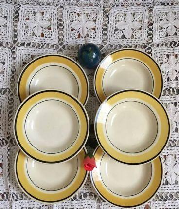 Six assiettes creuses en jaune et noir .