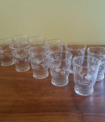 Lot de 10 petits verres Vintage