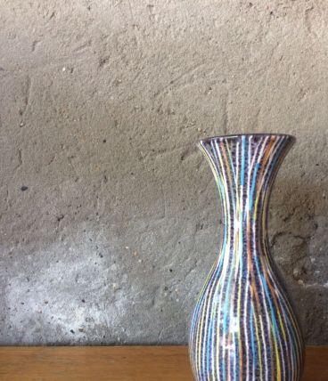 Petit vase en céramique à décor de rayures vintage