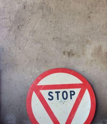 Ancien panneau Stop vintage très déco !