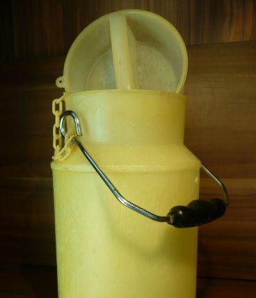 Pot à lait jaune Gilac plastique N° 1125