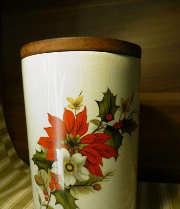 Pot émaillé blanc /fleurs de Noël Royal Ramsey