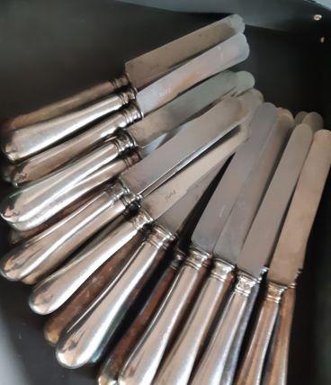 24 couteaux en métal argenté SFAM, 2 formats