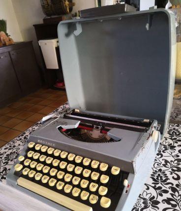 Machine à écrire vintage Brother