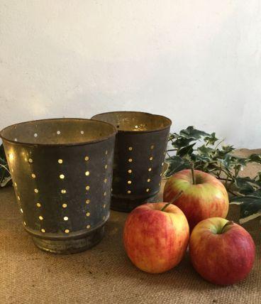 Deux pots à faisselle, photophores