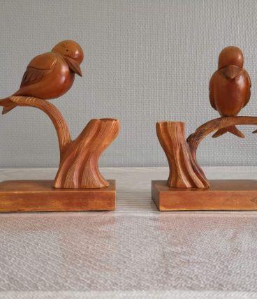 paire de serre-livres oiseaux en bois sculpté signés P. Bely