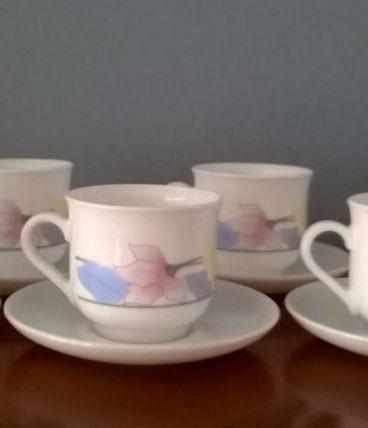 Service à café en arcopal années 1980-1990