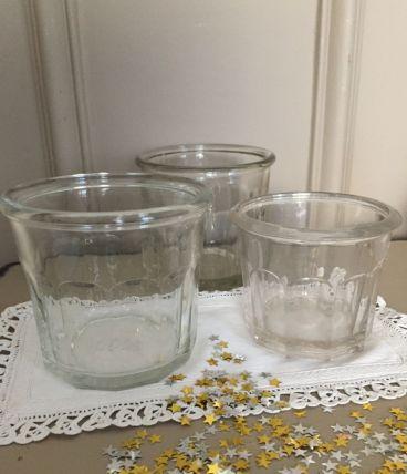 Trois anciens pots à confiture