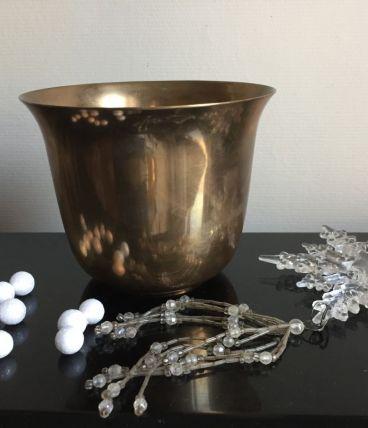 Pot en laiton, décor doré