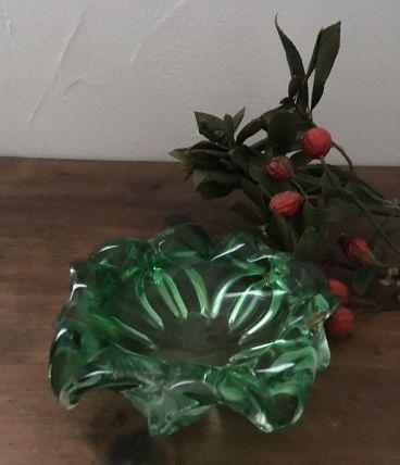 Vide poche en verre vert en forme de fleur , années 70..