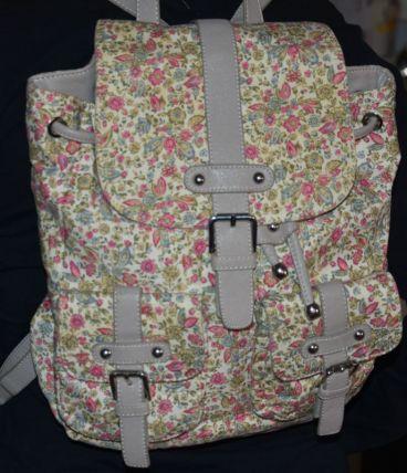 Très joli sac à dos fleuri