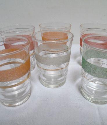 six verres ancien  de couleurs