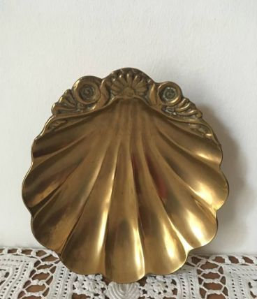 Grand vide poche ou cendrier en forme de coquillage.