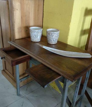 Table d'appoint ou bureau de style vintage avec tiroir.