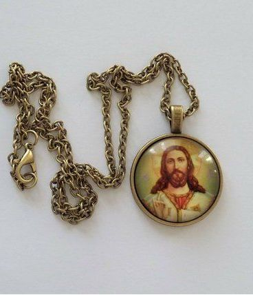 Pendentif Religieux Médaillon CHRIST Jésus Image sous Verre
