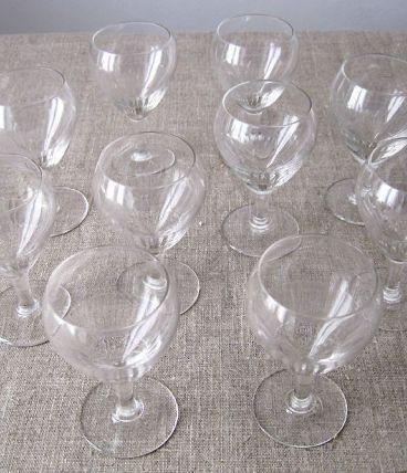 10  petits verres à liqueur anciens en verre taillé