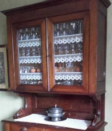Buffet de rangement de verres et vaisselles. Très élégant.