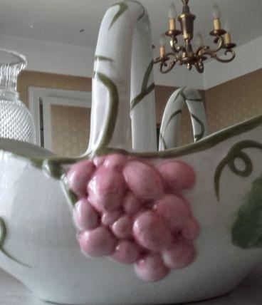 Jolis corbeille à fruits  et cache-pot bien fleuris..