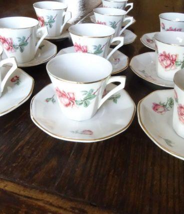 10 tasses et soucoupes Limoges