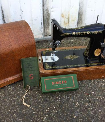 Machine à coudre SINGER authentique état magnifique