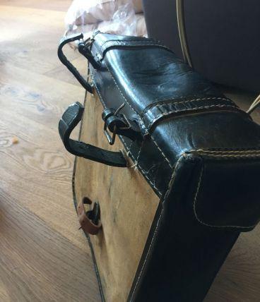 Sacoche cuir et carton vintage