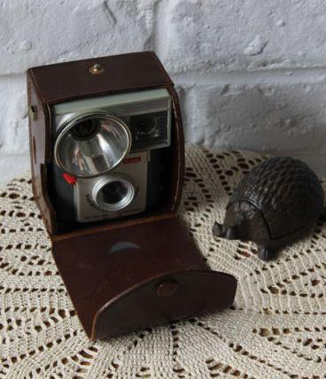 ancienne camera brownie starluxe Kodak avec étui vintage ret