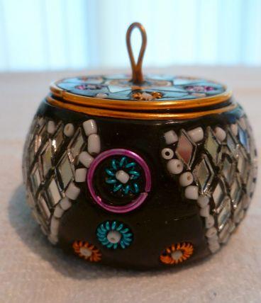 Boite en bois peint miroirs, perles Rajasthan