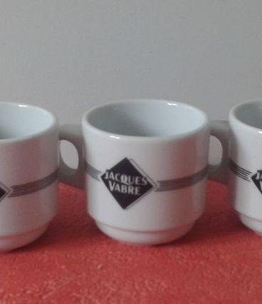 Trois tasses à café