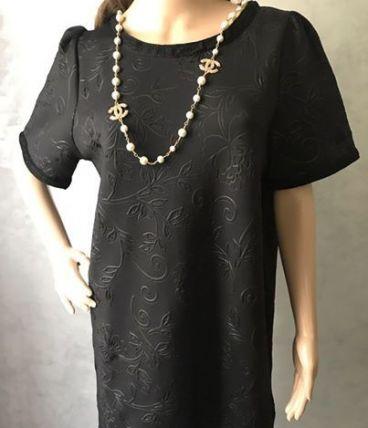 Robe noire avec sfifa noire ; tissu agréable