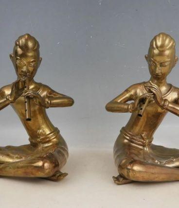 """Deux statuettes """"Joueurs de flûte"""" en laiton"""