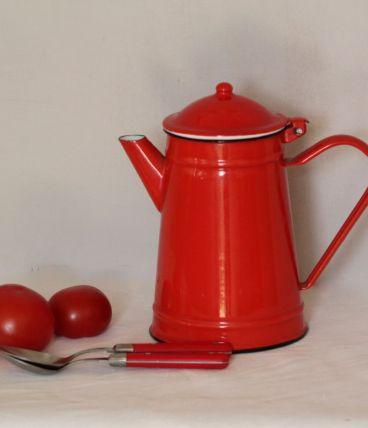 Cafetière émaillée rouge, cuisine