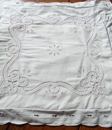 Taie d' oreiller en coton blanc brodée