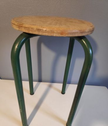tabouret d'atelier pieds métal vert et assise bois brut