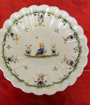 Petite assiette creuse décor main signée