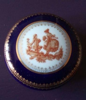 Petite boîte ronde en porcelaine de Limoges
