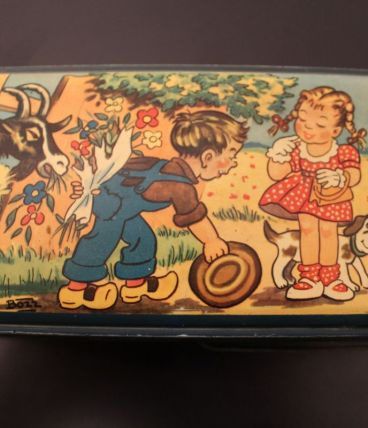 Boîte à goûter vintage signée BOZZ
