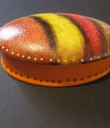 Petite boite a pilules en porcelaine  Peinte main