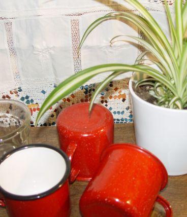 3  mugs vintage emaillés rouges