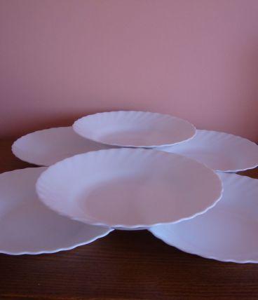 6 Assiettes creuses blanches festonnées en Arcopal
