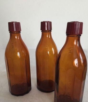 3 petites bouteilles de pharmacie , couleur brune