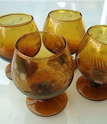 4 verres à cognac ambre en cristal gravé 70s