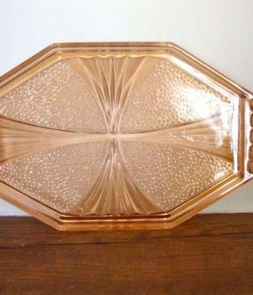 Plateau ou plat de service art déco en verre rose