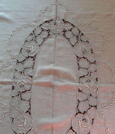Nappe ancienne brodée main Lin beige Motif floral
